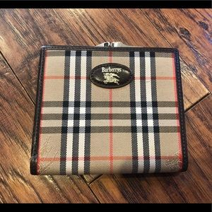 MINT Burberry vintage nova check kiss lock wallet